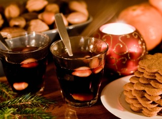 celebrating-advent-glögg-and-ginger-snaps.jpg.jpeg