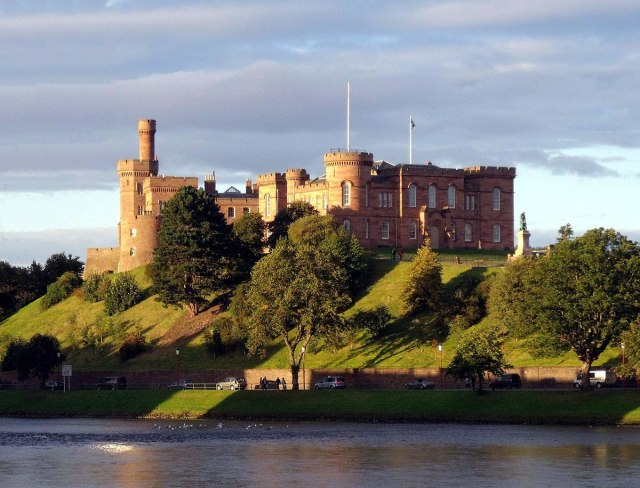 1200px-Inverness_Castle_and_River_Ness_Inverness_Scotland_-_conner395